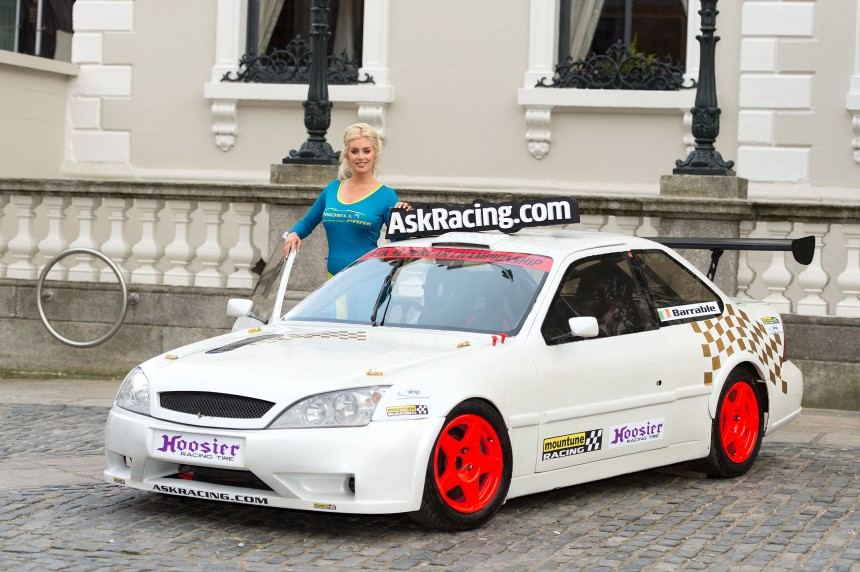 Ais Caufield launches the 2015 ASK Supercar series at the Mansion House. Image from Michael Chester.