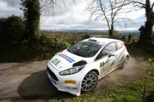 Barrable took the fight to Breen, both clear of the ERC regulars. Image from Gregory Lenormand