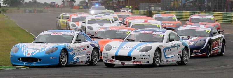 Stuart Middleton (GBR) Douglas Motorsport Ginetta Junior leads at the start